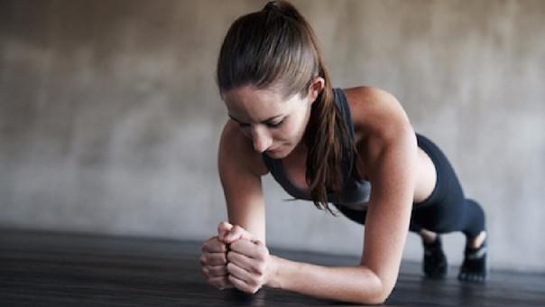 6 cosas que cambian en tu cuerpo cuando haces planchas todos los días