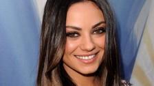 Mila Kunis tiene una extraña condición en los ojos, la cual provoca que estos sean de diferente color.