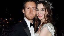 Anne Hathaway y el productor Adam Shulman se conocieron en 2008, se casaron en 2012 y en marzo de 2016 se convirtieron en padres de su primer hijo, Jonathan.