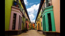 Barrio la Candelaria, Colombia. El barrio de la Candelaria cuenta con más de 500 lugares dedicados al arte; desde galerías, museos y teatros, hasta bibliotecas y universidades. para cualquier lugar al que voltees encontrarás una expresión artística.