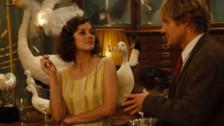 Midnight in Paris es una comedia cinematográfica estadounidense de 2011 ganadora del Óscar al mejor guion original, escrita y dirigida por Woody Allen, que se presentó en la apertura del Festival de Cannes de 2011.