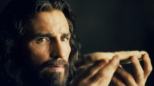 El actor estadounidense Jim Caviezel interpretó a Jesús en la película de drama 'La pasión de Cristo' (2004), filme dirigido por Mel Gibson y además nominado a tres premios Óscar.