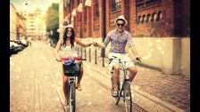 2. Siempre buscas algo nuevo. Te motivan los estímulos novedosos y prestas menos atención a lo repetitivo. Una relación de pareja rutinaria no es lo tuyo.