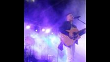 El joven cantante Johnny Lau fue el primero en subirse al escenario del Festival Corazón