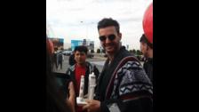 El argentino llegó a la ciudad de Arequipa vistiendo un típico poncho peruano
