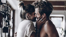 8 cosas que los hombres hacen solo con la mujer que aman