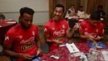Jugadores de Perú comenzaron a llenar el álbum de Rusia 2018