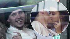 ¿Y  Chloë Moretz? Hijo de David Beckham es visto besando a una modelo de Playboy