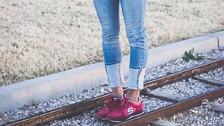7 formas de incorporar zapatillas urbanas en un look casual