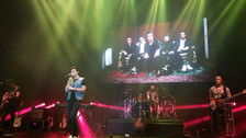 Dvicio homenajeó a Gian Marco en su concierto en Lima cantando