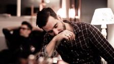 4 cosas que hace un hombre para superar una ruptura cuando le rompen el corazón