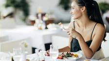 ¿Vas a salir a comer pero no quieres romper la dieta? Conoce aquí los secretos
