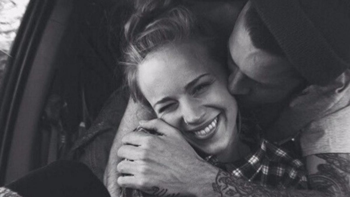 7 señales poco románticas que muestran que estás con la persona indicada