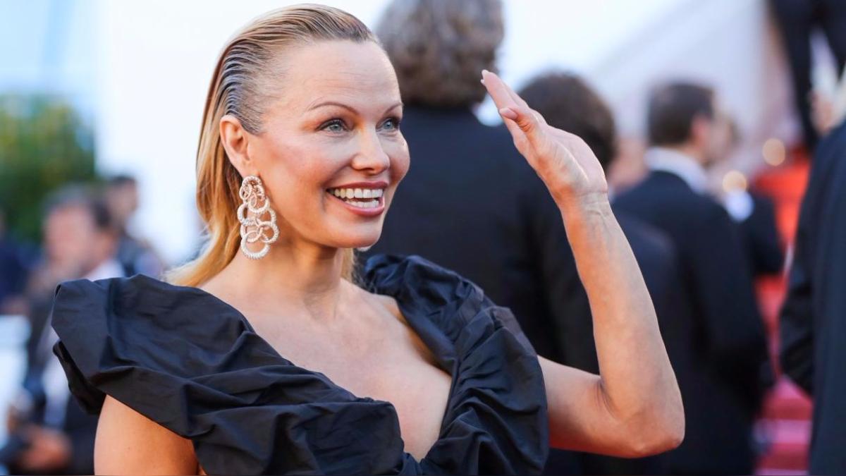 Cannes: Pamela Anderson aparece con un nuevo 'look' en el Festival